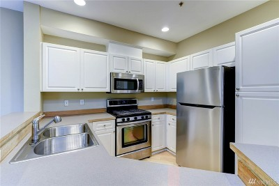 Everett Condo/Townhouse For Sale: 12530 Admiralty Wy