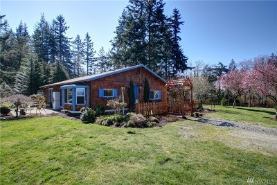 Camano Island Single Family Home For Sale: 3765 SE Camano Drive