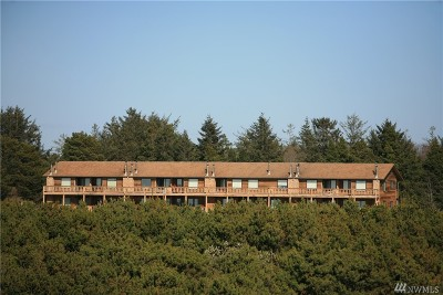 Grays Harbor County Condo/Townhouse Pending Inspection: 2855 S Forrest #104