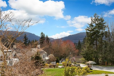 Issaquah Condo/Townhouse For Sale: 4133 224th Lane SE #206