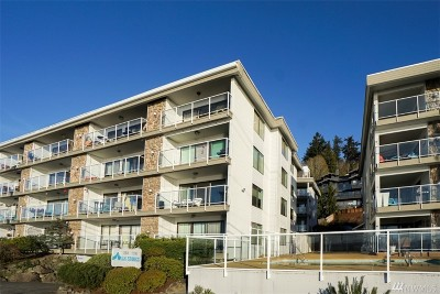 Condo/Townhouse Sold: 2104 Alki Ave SW #204