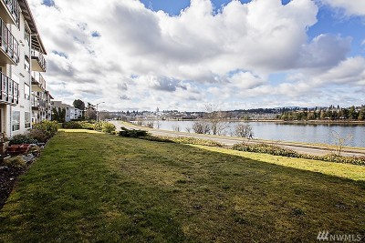 Thurston County Condo/Townhouse For Sale: 904 East Bay Dr NE #B103