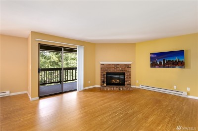 Bellevue Condo/Townhouse For Sale: 10504 NE 32nd Place #G305