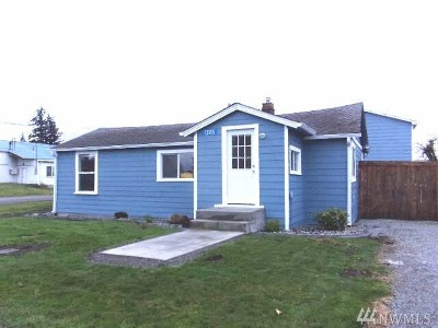 Mount Vernon Single Family Home Pending Inspection: 13915 Holly Lane