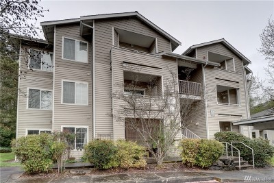Renton Condo/Townhouse For Sale: 801 Rainier Ave N #F132