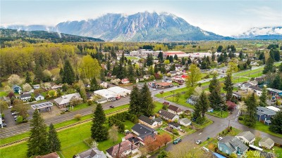 Snoqualmie Single Family Home For Sale: 8328 Maple Ave SE
