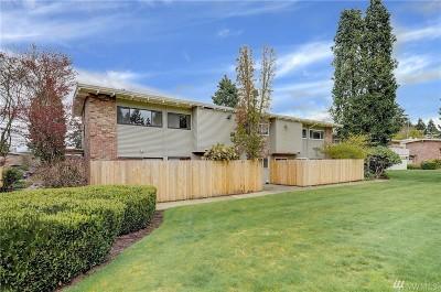 Bellevue Condo/Townhouse For Sale: 12221 SE 59th St #75
