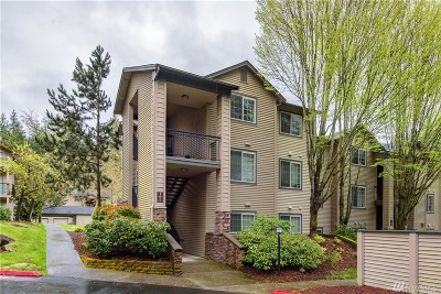 Issaquah Condo/Townhouse For Sale: 25025 SE Klahanie Blvd #J301