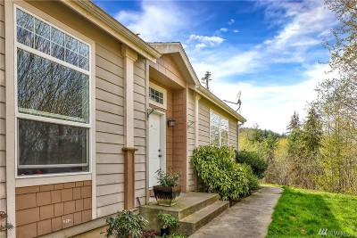 Bellingham Single Family Home For Sale: 1075 Falls Dr