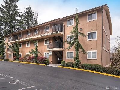 Everett Condo/Townhouse For Sale: 323 75th St SE #B-2