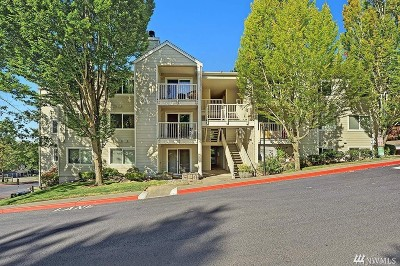 Renton Condo/Townhouse For Sale: 975 Aberdeen Ave NE #A301