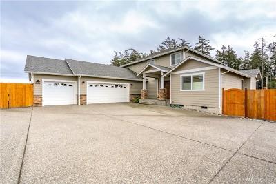 Oak Harbor Single Family Home For Sale: 952 Lyle Ridge Cir