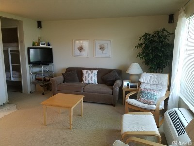 Quincy Condo/Townhouse For Sale: 8903 Crescent Bar Rd #105
