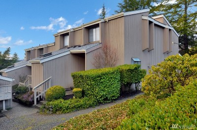 Redmond Condo/Townhouse For Sale: 17028 NE 80th St #C2