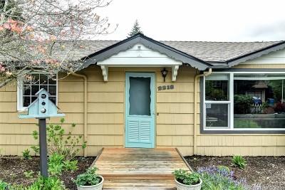 Shoreline Single Family Home For Sale: 2218 NE 171st St