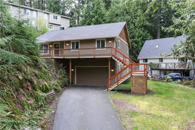 Bellingham Single Family Home For Sale: 24 Canyon Ct