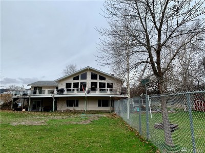 Single Family Home For Sale: 41836 Paradise Lane