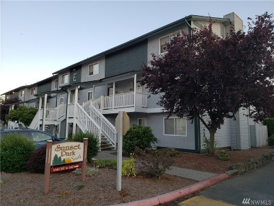 Everett Condo/Townhouse For Sale: 8823 Holly Dr #A204