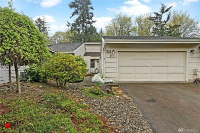 Snohomish County Condo/Townhouse For Sale: 15800 Village Green Dr #32