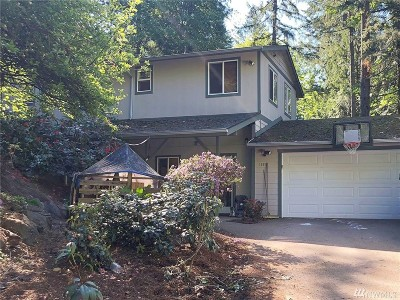 Lake Forest Park Single Family Home For Sale: 19050 40th Place NE