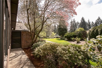 Bellevue Condo/Townhouse For Sale: 142 142nd Place NE #37b