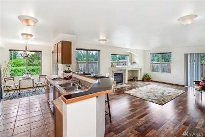 Lake Stevens Condo/Townhouse For Sale: 8833 1st St NE #101