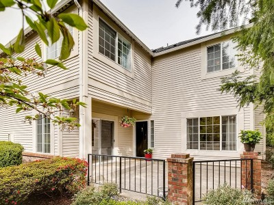 Redmond Condo/Townhouse For Sale: 10909 Avondale Rd NE #G128