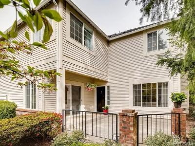 Redmond Condo/Townhouse For Sale: 10909 Avondale Rd NE #G128