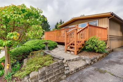 Bothell Single Family Home For Sale: 12612 NE Hollyhills Dr