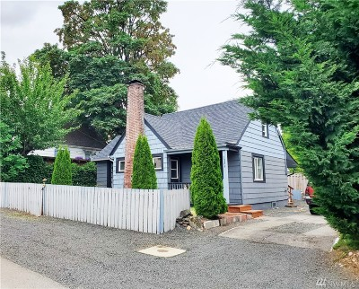 Single Family Home For Sale: 1321 Division St