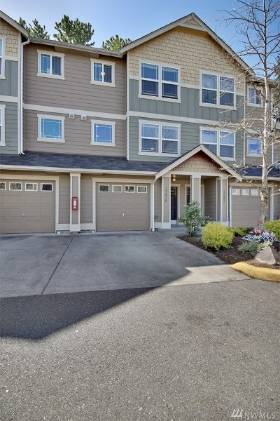 Puyallup Condo/Townhouse For Sale: 17610 79th Av Ct E #61
