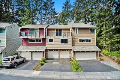 Shoreline Condo/Townhouse For Sale: 720 N 161st Place