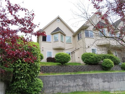 Everett Condo/Townhouse For Sale: 3315 Rockefeller Ave #1