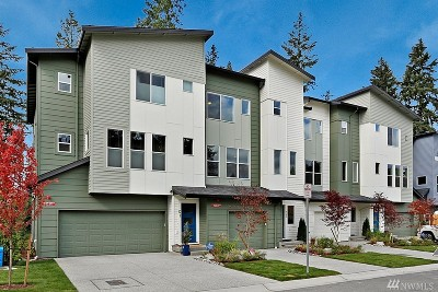 Lynnwood Single Family Home For Sale: 13420 Manor Wy #11