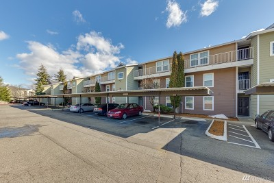 Everett Condo/Townhouse For Sale: 9815 Holly Dr #B310