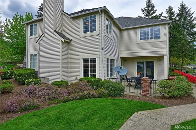 Redmond Condo/Townhouse For Sale: 10909 Avondale Rd NE #J139