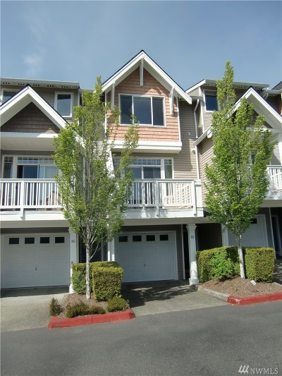 Issaquah Condo/Townhouse For Sale: 23120 SE Black Nugget Rd #R3