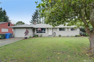 Lakewood Single Family Home For Sale: 9825 Forest Ave SW