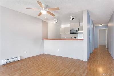Burien Condo/Townhouse For Sale: 17431 Ambaum Blvd S #D12