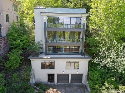 Seattle Single Family Home For Sale: 511 33rd Ave S