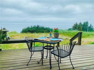 Oak Harbor Single Family Home For Sale: 1987 West Beach