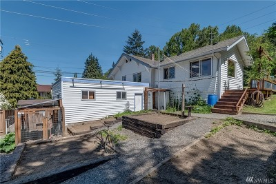 Bellingham Single Family Home For Sale: 1621 Woburn St