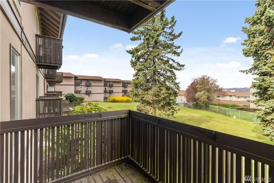 Renton Condo/Townhouse For Sale: 1425 S Puget Dr #207