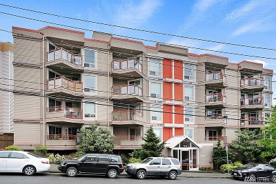 Condo/Townhouse For Sale: 711 E Denny Wy #204