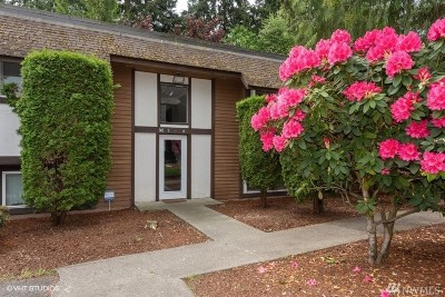 Edmonds Condo/Townhouse For Sale: 7205 224th St SE #M-8