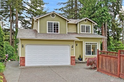 Bothell Single Family Home For Sale: 17915 Circle Dr