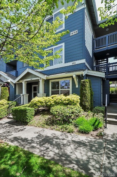 Issaquah Condo/Townhouse For Sale: 1698 25th Place NE #302