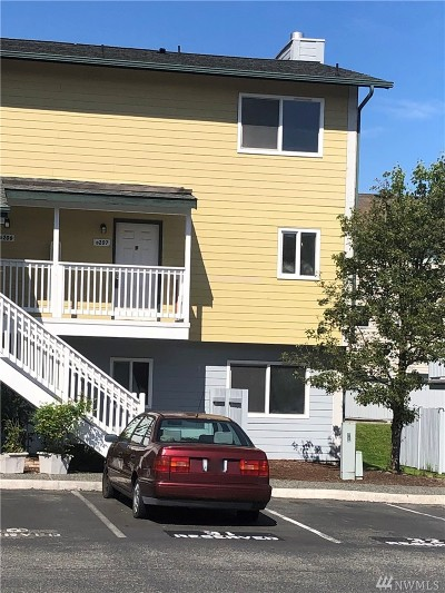 Everett Condo/Townhouse For Sale: 8823 Holly Dr #D-207