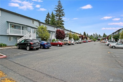 Everett Condo/Townhouse For Sale: 8823 Holly Dr #B201