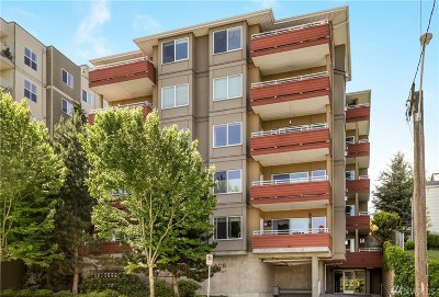Seattle Condo/Townhouse For Sale: 3112 SW Avalon Wy #404